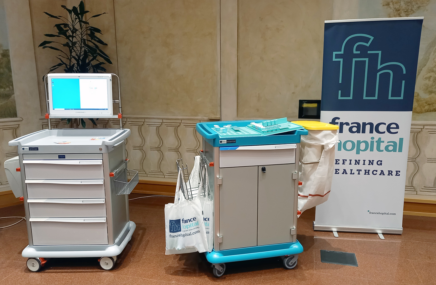 RS100 event in Trento, Italy: FH stand with an ESSENTIAL trolley (for patient hygiene) and an eWork Cart